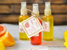 Homemade Body Spray from TeepeeGirl.com. This is a fun & easy way to make your own body spray. Plus, it's a great gift for friends & neighbors. www.TeepeeGirl.com