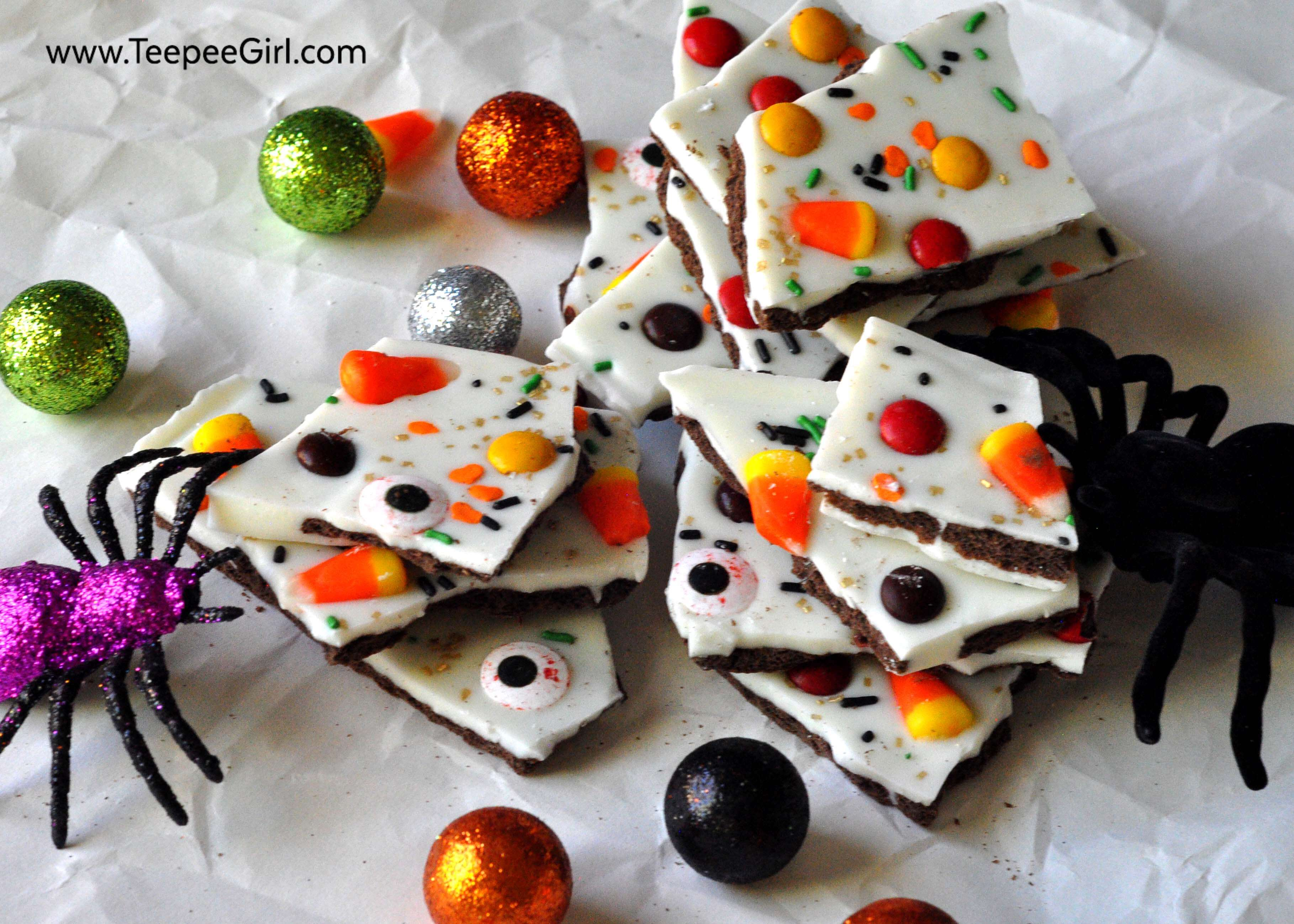Easy Halloween Candy Bark. This yummy and super EASY Halloween treat will be a crowd favorite for both kids and adults this Halloween! It's only takes a few minutes to make and you can use any candy you already have to decorate and customize the top. www.TeepeeGirl.com