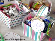 These free May Day basket printables are easy to assemble and perfect for showing love & friendship! www.TeepeeGirl.com